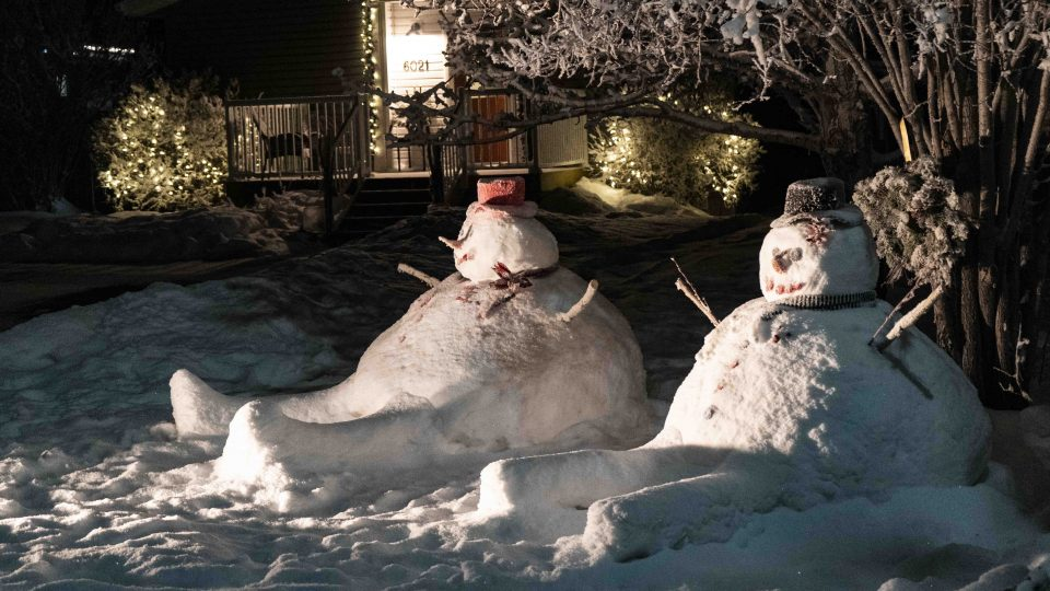 Yellowknife Christmas lights: Snowmen on Finlayson Drive