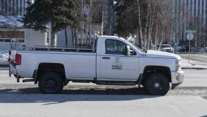 A file photo of a Yellowknife Pubic Works truck in March 2019. Sarah Pruys/Cabin Radio