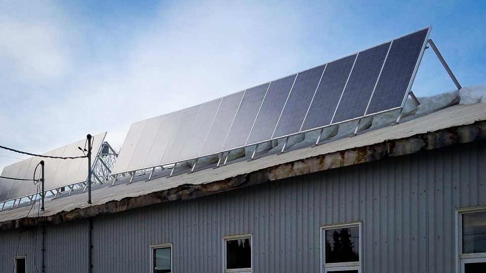 Solar panels on top of the Liidlii Kue First Nation's offices in Fort Simpson