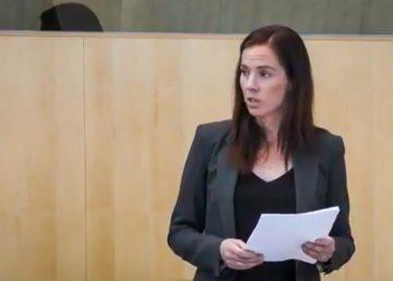 Caroline Wawzonek addresses the legislature in October 2019