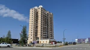 The Hay River highrise in an August 2019 file photo. Sarah Pruys/Cabin Radio