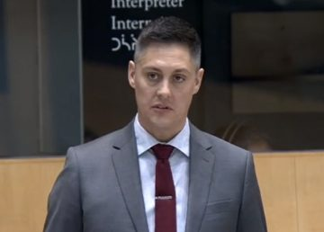 RJ Simpson speaks to the assembly in October 2019.