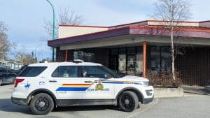 An RCMP vehicle outside of Yellowknife's downtown liquor store in June 2020. Sarah Pruys/Cabin Radio