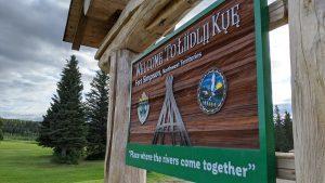 A sign welcomes visitors to Łíídlįį Kûę, or Fort Simpson