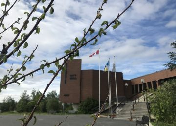 A file photo of Yellowknife City Hall. Emily Blake/Cabin Radio