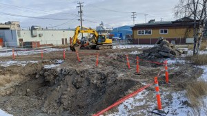 A file photo of an excavation site on 51 Street in Yellowknife on October 20, 2020. Sarah Pruys/Cabin Radio