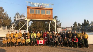 Canadian firefighters sent to help with the fire response in Oregon pose for a photo in fall 2020. Photo: Parks Canada