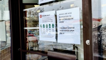 A sign at the downtown Yellowknife liquor store instructs customers to wear masks