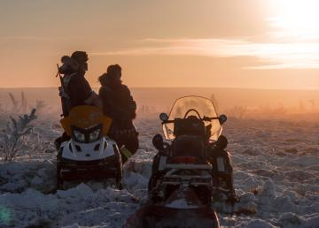 Discovering the North by snowmobile in the Beaufort Delta