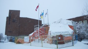 A file photo of Yellowknife City Hall. Luisa Esteban/ Cabin Radio.