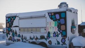 A file photo of the East Arm Café food truck in Łútsël K'é in February 2021. Sarah Pruys/Cabin Radio
