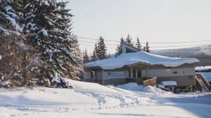 A file photo of Łútsël K'é Community Learning Centre in February 2021. Sarah Pruys/Cabin Radio