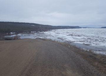 Spring breakup along the Mackenzie River has the Sahtu community of Fort Good Hope on flood watch