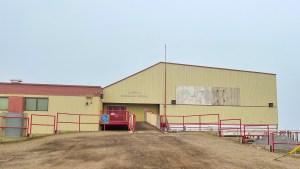 Mangilaluk School in Tuktoyaktuk. Luisa Esteban/ Cabin Radio.