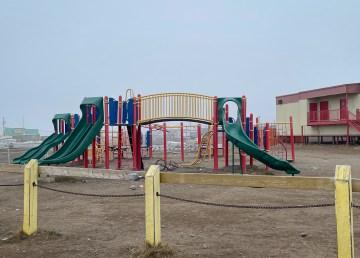 Mangilaluk School playground in Tuktoyaktuk. Luisa Esteban/ Cabin Radio.