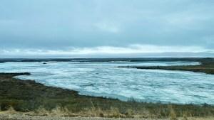 A body of water along the Inuvik-Tuktoyaktuk Highway. Luisa Esteban/ Cabin Radio.