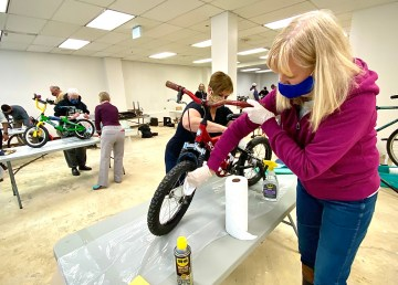 Marta Moir and Norma Jarvis take part in a cleaning and repair workshop for the 2021 Rotary Bike Auction