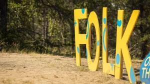 Folk on the Rocks sign. Sarah Pruys/ Cabin Radio.
