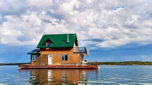 A houseboat in Yellowknife Bay