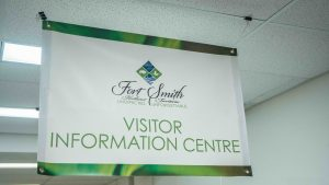 The Fort Smith visitor information centre in August 2021. Sarah Pruys/Cabin Radio