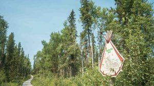 A sign pointing to the Thebacha Trail in Fort Smith in August 2021. Sarah Pruys/Cabin Radio