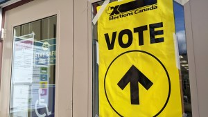 An Elections Canada voting sign outside of a polling station in September 2021. Sarah Pruys/Cabin Radio
