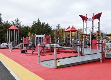 A photo of the Jumpstart playground in Samba K'e park in Yellokwnife on September 22, 2021. Sarah Pruys/Cabin Radio